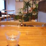 目白 志むら - 2階と3階は喫茶室。落ち着いた雰囲気です♪