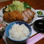 玉幸 - 国産麦豚使用こだわりの大人気メニュー!こんかつ御膳です。