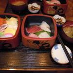 13274695 - 昼のメニュー 海鮮丼(¥890)