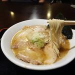 とまと家 - 魚だし豚骨ラーメンのチャーシューメン700円。