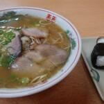 つばめ - 料理写真:中華そば(650円)とむすび(200円)