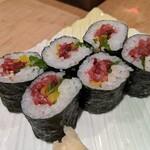 132765577 - 桜肉トロタク細巻き