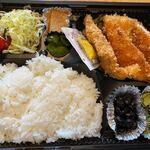 博多 魚一番 - 私が選んだのはささみカツ弁当500円です。
