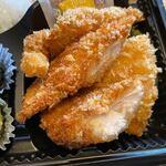 博多 魚一番 - 脂身の無い鶏のささみをカツにしたボリュームのある弁当。