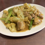 桃園 - 鶏肉とカリフラワーとアスパラのカレー炒め