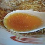 吾衛門 - スープは結構油が多めです