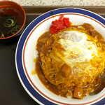 名代 富士そば - カレーかつ丼(¥580)。カツカレー丼ではありません、玉子とじをカレーにしているのが秀逸なのです