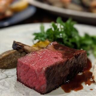 各地から厳選した極上の肉料理