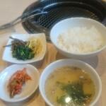 久鐵 - ナムル、キムチ、スープ、ご飯