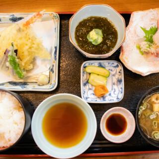 四季折々のお料理は、コースや定食でもお楽しみいただけます