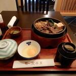 """荒井屋 - 本日いただいたのは、煮上げた牛鍋と食事の定番メニューの""""お手軽牛鍋"""""""