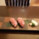 荒井屋 - 牛炙り寿司(二貫)