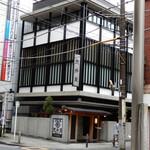 荒井屋 - JR関内駅より徒歩10分の曙町2丁目北交差点から右に入った所にあります。