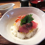 灯こ - 海鮮丼(お汁付き)¥850