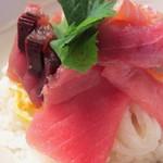 灯こ - 海鮮丼(まぐろに入り)