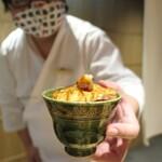 yakiuoishikawa - 赤シャリの上に炙った大トロをのせて頂きます♪