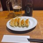 かにチャーハンの店 - ♦︎生ビール ¥490 ♦︎野菜餃子 ¥250