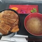 ぶた福 - バラ豚丼(税込960 円)
