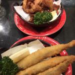 産直グルメ回転寿司 函太郎Tokyo - ザンギ、子持ちししゃもフライ、各319円。揚げたての唐揚げやフライは、食欲を増進させますね。されなくてもありますが(笑)。とても美味しくいただきました(╹◡╹)