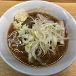 ラーメン二郎 - 料理写真:ラーメン 780円 麺半分・ヤサイ少な目にんにく