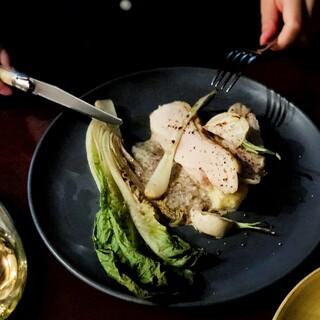 旬の食材にこだわりフレンチの技法を生かした料理