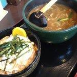 讃岐うどん こんぴら - カレーうどんと親子丼