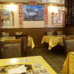 萬福大飯店 - 1階は狭い。