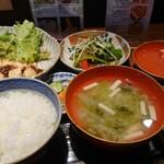 みそ・蔵カフェ - はじめの一口のお味噌汁 優しい出汁と味噌で ほんとにおいしかった