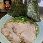 横浜屋 - 料理写真:ラーメン