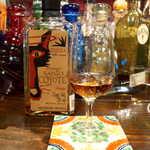 メキシカン・バー ソル・マリアッチ - テキーラ「サントコヨーテ」アネホ。1年以上の樽熟成を経るが、甘さはなく、むしろ辛口な一杯