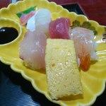 川崎屋 - セットに付いてくるにぎり寿司は5貫