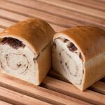 ベーカリーOBL - あん食パン