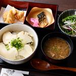 串焼黒松屋 - おぼろ丼御膳