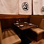 串焼黒松屋 - テーブル席半個室