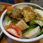 新かしわ - オリジナルのサラダ