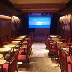ザグリー - ホール内は音響設計された最上級の空間。大型180インチプロジェクタあり