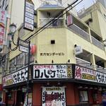 ナミニノカレー - 黄色いビルの3階です!入り口はちょっとわかりにくい右手→→→
