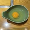 牛肉割烹 自雷也 - 料理写真:すき焼きに漬ける玉子