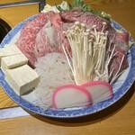 牛肉割烹 自雷也 - 特選牛すき焼き(2人分)