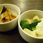 ちてはこカフェ - 副菜も二種類から選択。
