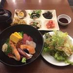 魚太郎・蔵のまち - 2020年7月時点 海鮮丼と各種おばんざい料理¥1.738