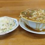 132859174 - スタミナ麺☆ 半チャーハン☆ 横から