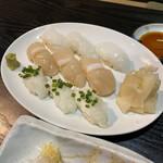 132864790 - 3種寿司アオリイカ、帆立、ヒラメ
