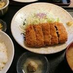 132868149 - メンチカツ定食。(¥870)                       柳ばしさんではこちらのメニューが有名でしょうか。