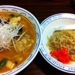 横濱 一品香 - 辛味噌たんめんとハーフちゃーはん