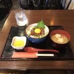馬肉専門卸問屋 勝馬 - 特選桜ユッケ丼。       美味し。