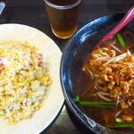 台湾料理 眞味 - 料理写真:台湾ラーメン&ニンニク炒飯&烏龍茶