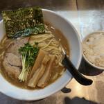 132890526 - 褐色スープに太麺