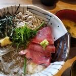 132893639 - 三色丼 1,000円