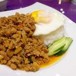 ASIAN TAWAN168 - 鶏肉そぼろはたっぷりの量で満足感あり。塩辛くなく甘くなく、旨味は感じる穏やかな美味しさ